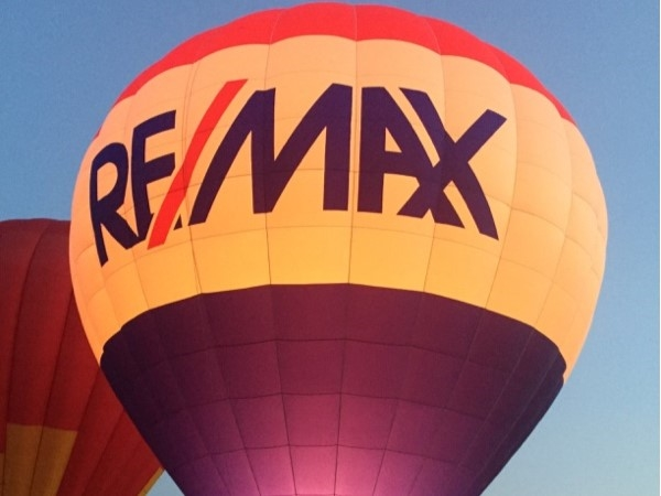 RE/MAX showing out at the Balloon Glow