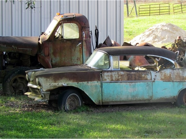 Cars of days gone by in Gillsburg, MS
