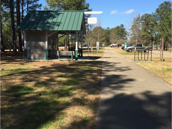 Rest station at Epley Road at Longleaf Trace