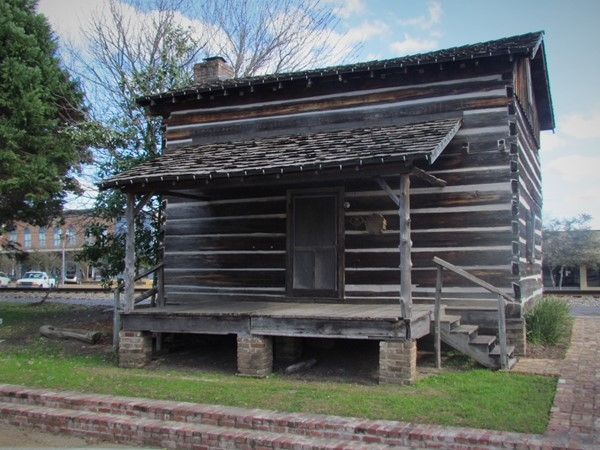 Historic 1800's cabin in Brookhaven
