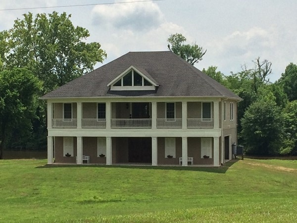 Beautful home on the river in Hamilton MS
