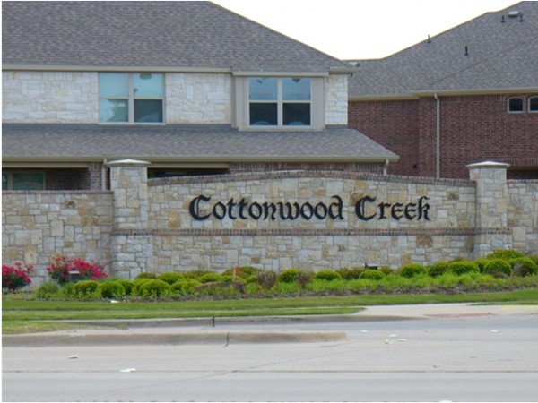 Cottonwood Creek neighborhood is ideal for your family with its proximity to good schools