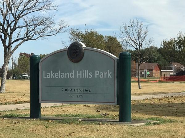 Enjoy an afternoon picnic at Lakeland Hills Park