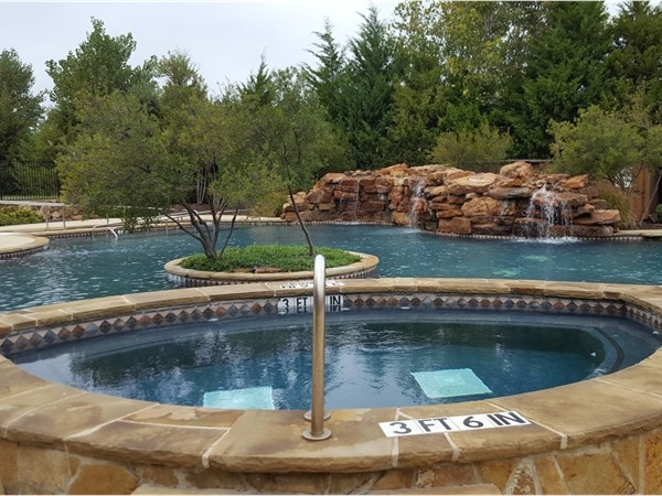Pool and hot tub at the Amenity Center