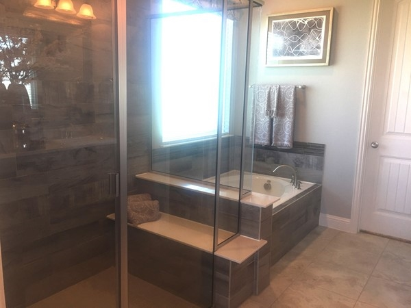 Oakdale Homes have gorgeous master baths