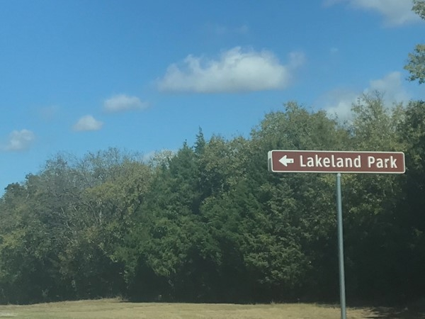 "Lakeland Park for a ""by the lake picnic""...this way please"