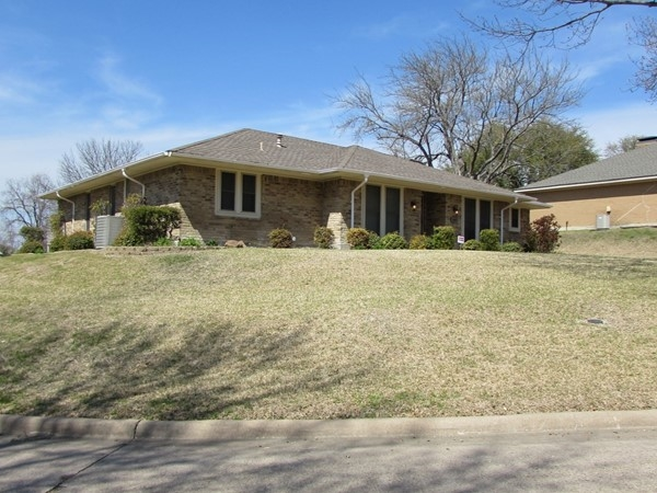 Beautiful homes in this established neighborhood near the lake in Rockwall. This is a smaller one